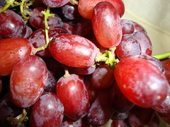 Grapes. (dccradio) Tags: lumberton nc northcarolina robesoncounty food eat grapes seedless fruit bunch red purple