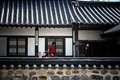 Korea image (Mr Paz) Tags: door windows roof people wall lady women korea seoul oriental antiquities traditionalhouses koreaimage
