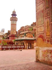 Minaret of Wazir Khan Mosque (manalahmadkhan) Tags: old heritage minaret mosque innercity lahore masjid mughal wazirkhan androonshehr androonshehrpakistan