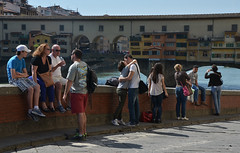 il bacio - the kiss (sharkoman) Tags: street candid panoramica firenze bacio pontevecchio coppia sharkoman