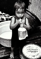 My Coke (ERIC OEBANDA) Tags: poverty kids children philippines poor coke pinoy urbanpoor oebanda vigilantphotographersunite