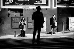 Madrid, hat 2013, Explore #17 29-04-2013 (Josetxu Silgo) Tags: madrid street bw white black blancoynegro luz sol hat canon calle candid streetphotography sombra bn caras sombrero sombras streetphotograph silgo josetxu candidstreetportrait streetphotographycandidstreetportrait