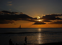 """She's Moved On"" (jcc55883) Tags: ocean sunset sky clouds hawaii nikon waikiki oahu horizon pacificocean waikikibeach yabbadabbadoo d40 kalakauaavenue kuhiobeachpark nikond40"
