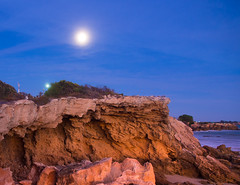 """Moon at sunrise • <a style=""""font-size:0.8em;"""" href=""""http://www.flickr.com/photos/7605906@N04/8703456661/"""" target=""""_blank"""">View on Flickr</a>"""
