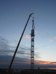 The pointy bit goes here (rich_4711) Tags: crane uppsala assembling