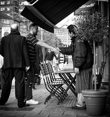 Greeting (ebenette) Tags: leica blackandwhite london photography m8 summilux35mmasph thewaytheguyontheleftstandsisslightlyunsettling whenieatiwanttotastewhatimeating
