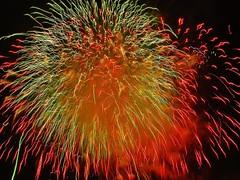 La mgia dun instant. (josepponsibusquet.) Tags: focs fuegos focsartificials fuegosartificiales llum color luz lestartit estartit costabrava baixempord catalunya catalonia catalua focsdesantjoan solsticidestiu nitmgica nochemgica platja playa