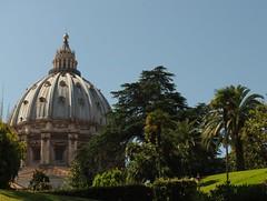 aus dem Garten (p601e) Tags: olympus epl3 slrmagic25mm rom roma rome vatikanische grten vatikan kuppel