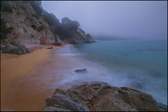 Atmsfera marina. (antoniocamero21) Tags: mar agua niebla arena playa color foto sony llorell girona catalunya brava costa atardecer