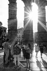 Tardes al Sol (dprats) Tags: fujixpro2 flare segovia contraluz fujinon35mmf2wr europa fujifilm live enjoying summer disfrutando spain apsc acueducto aqueduct verano fuji sunflare vida danielprats europe espaa xtrans