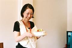 cakejoy (troutfactory) Tags: cake party friend smile happy  osaka  kansai  japan voigtlanderbessat rangefinder 50mmnokton analogue film superia400
