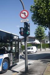 P1290109 (Jusotil_1943) Tags: seales trafico bus hierro semaforo