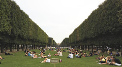 Le Jardin du Luxembourg (ijp01) Tags: france paris 6tharrondissement landscape panoramic grass garden lawn hedges summer relaxing people depthoffield men women symmetry lounging green white youth rows