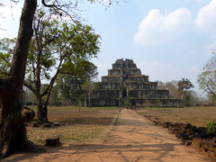 Prasat Thom (bogdan_de_varsovie) Tags: azja asia kamboda cambodia prasatthom witynia temple dziedzictwo heritage kultura culture architektura architecture piramida pyramid outdoor