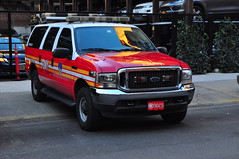 FDNY Division 1 (Triborough) Tags: ny nyc newyork newyorkcity newyorkcounty manhattan noho fdny newyorkcityfiredepartment firetruck fireengine chiefscar chief division division1 ford expedition