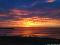 octubre (xania.g) Tags: amanecer sunrise barceloneta playa coastline platjadelabarceloneta colors magicalsunrise barcelona beachscape alba albada
