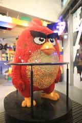 Angry Bird - Red (Pascal Volk) Tags: berlin berlinmitte beleuchtet illuminated lichtfest lichtkunst farben mehrfarbig bunt color colorful nacht night licht light potsdamerplatz lego legolanddiscoverycenter canoneos6d sigma24mmf14dghsm|art 24mm