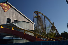 First Drops of Superman and Batman (CoasterMadMatt) Tags: parquewarnermadrid2016 parquewarnermadrid parque warner madrid themepark amusmentpark parquetemtico parquedeatracciones theme amusement park temtico atracciones montaarusa montaasrusas lasmontaasrusasespaolas rollercoaster rollercoasters spanishrollercoasters roller coaster coasters supermanlaatraccindeacero superman atraccin acero bmfloorless bolligermabillard floorlesscoaster dcsuperheroes metropolis batmanlafuga batman fuga bminverted invertedcoaster ride rides sanmartndelavega comunidaddemadrid spain espaa comunidad july2016 summer2016 july summer 2016 coastermadmattphotography coastermadmatt photos photographs fotos fotografas nikond3200