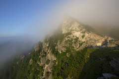 Morning veil (Oudenstraat) Tags: alps mountain morning sky cloud tree veil rock fog japan canon eos 5d mark3