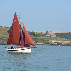 Sailing by St Mawes Castle (Tim Green aka atoach) Tags: stmawes cornwall