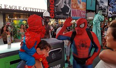 High five (Marcelo Plescia) Tags: spiderman fatherandson highfive timesquare
