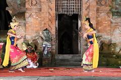 D20160827_1012 (bizzo_65) Tags: indonesia asia bali barong kris dance sunda upasunda danza