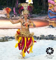 Bailarina de la Polynesia (Javier Colmenero) Tags: bailarina oceana polynesia people nikon nikond3100 nikkor55200mm portaventura salou tarragona espaa parquedeatracciones dancer