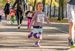 Rennen kan ook gewoon leuk zijn! (Bart Weerdenburg) Tags: maliebaanloop maliebaan utrecht rennen running athlete fun sport sprint portrait kidsrun