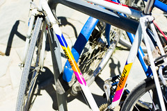 COLOURFUL RIEJU (Bernat Nacente Foto) Tags: bicicleta barcelona catalunya catalonia     bike melody  k    blau blanc groc taronja rosa vermell  rieju white blue yellow orange pink red sport outdoors outdoor  fora exterior bycicle