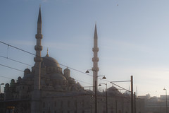 The New mosque (Bahanick --(Next upload: Istanbul shots)) Tags: camera blue original light tower art colors up look composition contrast turkey dark for reflex raw torre foto with arte bright image sofia good picture shapes istanbul palace mosque spices egyptian saturation su ottoman bazaar visual emotions per curiosity colori topkapi harem con luce bosphorus romanic minarets cistern forme sensation galata hagia riflesso moschea composizione scuro sensazioni immagine turchia emozioni suleymaniye chiaro bosforo tonality costantinopoli egizio bisanzio visivo solimano