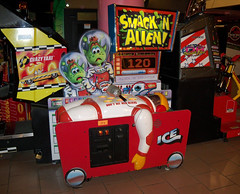 MI Ann Arbor - Smack N Alien (scottamus) Tags: game alien arcade n annarbor redemption michiganpinball petessmack