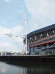 Millennium Stadium painting (DJLeekee) Tags: metal painting high workmen stadium millennium maintenance dangling