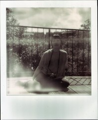 Polaroid von der Bi mit Kamera (Bi&Me) Tags: camera sky bw clouds outdoors daylight failure sunny overexposed bi flaw impossible whiteframe sonarautofocus px100silvershade