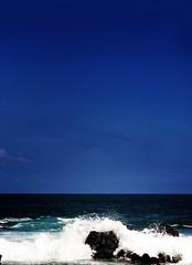 Chanoyu blue (JonathanMorse) Tags: ocean blue hawaii oahu pacificocean teaceremony meditation sandybeach