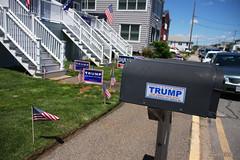 Trump (-AX-) Tags: boteauxlettres donaldtrump drapeau massachusettsma pancarte salisbury unitedstatesofamericausa lections
