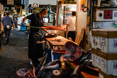tsukiji-1 (winnieyklai) Tags: tsukiji fish fishmarket market tokyo japan seafood tuna knife