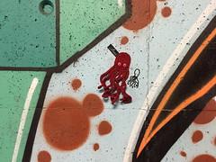 Ami (svennevenn) Tags: ami gatekunst streetart bergen drawing tegning crocheting hekling blekkspruter octopus