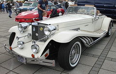 Neo Classic Car (Schwanzus_Longus) Tags: bremen german germany us usa america american old classic neo vintage car vehicle white oldtimer roadster cabrio cabriolet convertible fahrzeug auto outdoor clenet clnet series i 1