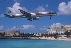 285ac - American Airlines Boeing 757-223; N633AA@SXM;07.03.2004 (Aero Icarus) Tags: avion plane aircraft flugzeug slidescan princessjulianainternationalairport saintmartin sxm