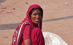 INDIEN ,india,  unterwegs nach Varanasi, auf den Straen, woman,  14264/7134 (roba66) Tags: frau woman women leute peole