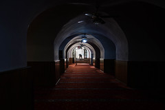 emerge (o altan) Tags: karaky yeralticamii salipazari camii lowlight mosque religion istanbul turkey trkiye sokak street red oaltan sony rx100m3