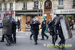Manifestation pour l'abrogation de la loi Travail - 15.09.2016 - Paris - IMG_8203 (PM Cheung) Tags: loitravail paris frankreich proteste mobilisationénorme cgt sncf euro2016 demonstration manifestationpourlabrogationdelaloitravail blockaden 2016 demo mengcheungpo gewerkschaftsprotest tränengas confédérationgénéraledutravail arbeitsmarktreform lesboches nuitdebout antagonistischenblock pmcheung blockupy polizei crs facebookcompmcheungphotography polizeipräfektur krawalle ausschreitungen auseinandersetzungen compagniesrépublicainesdesécurité police landesweitegrosdemonstrationgegendiearbeitsmarktreform loitravail15092016 manif manifestation démosphère parisdebout soulevetoi labac bac françoishollande myriamelkhomri esplanadeinvalides manifestationnationaleàparis csgas manif15sept manif15 manif15septembre manifestationunitairecgt fo fsu solidaires unef unl fidl république abrogationdelaloitravail pertubetavillepourabrogerlaloitravaille