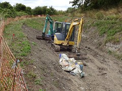 Restoring the Wendover Arm, Grand Junction Canal (Snapshooter46) Tags: canalrestoration wendoverarm grandjunctioncanal grandunioncanal wendoverarmtrust canalrivertrust miswell hertfordshire workingparty civilengineering digger caterpillar