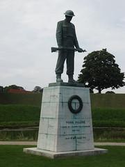 Copenhagen: Soldier's Memorial (harry_nl) Tags: denmark danmark 2016 copenhagen kbenhavn kastellet citadel memorial vorefaldne soldiers alliedforces worldwarii svendlindhard
