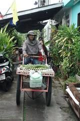 dessert vendor (the foreign photographer - ) Tags: aug282016sony man dessert kanom pok vendor khlong lard phrao portraits bangkhen bangkok thailand sony rx100
