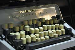 Scheidegger Typomatic TMS DSC0179A (reinhard_srb) Tags: flohmarkt altwaren antiquitt gebrauchtes ware schreibmaschine scheidegger typomatic buchstabe letter brief schreiben taste kaputt alphabet bro sekretrin