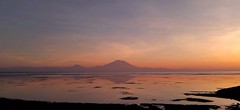 The mountain above the sea (Mobile Macrogropher) Tags: smartphone photography bali sanur mtagung volcano beach sunrise nature beauty