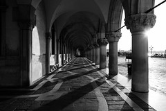 Sunrise at Riva (Meine Sicht) Tags: bergischgladbach bw fotokunst leica leicam messsucher rauen sw venedig2016 vollformat monochrom schwarzweiss venezia wwwrauenfotode blackandwhite sun shadow elmarit2824mmasph