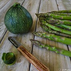 Vert (klaxo2003) Tags: vert green asperge asperges asparagus courgette zucchini pluchelgume lgume lgumes vegetable peel pluchure naturemorte stilllife composition food foodphotography culinaire