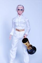 SUBJECT N: I AM A CHAMPION IN WHITE (@rafazapatta) Tags: champion winner white cup subjectn colorinfusion maledoll malefashiondoll integritytoys hommedoll malefigure jemandtheholograms glitterngold platinumhair ganador campin